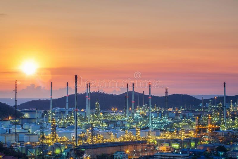 Usine de réservoir de stockage de pétrole et de raffinerie de pétrole en Thaïlande photos libres de droits