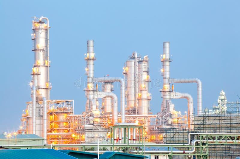 Usine de raffinerie de pétrole image libre de droits