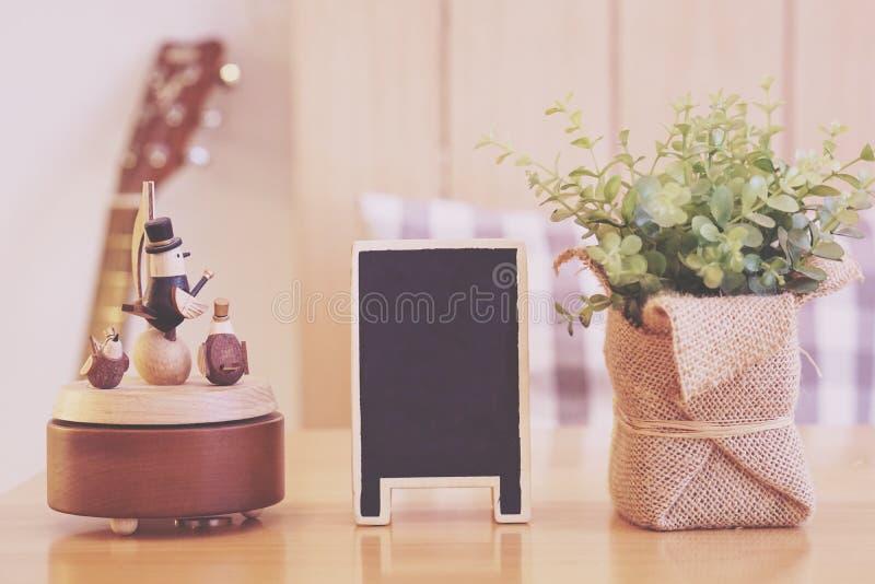 Usine de tableau noir de boîte à musique et de plastique de faux photos libres de droits