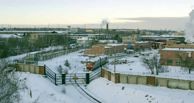 Usine locomotive de réparation à Chelyabinsk Porte pour des locomotives photographie stock libre de droits