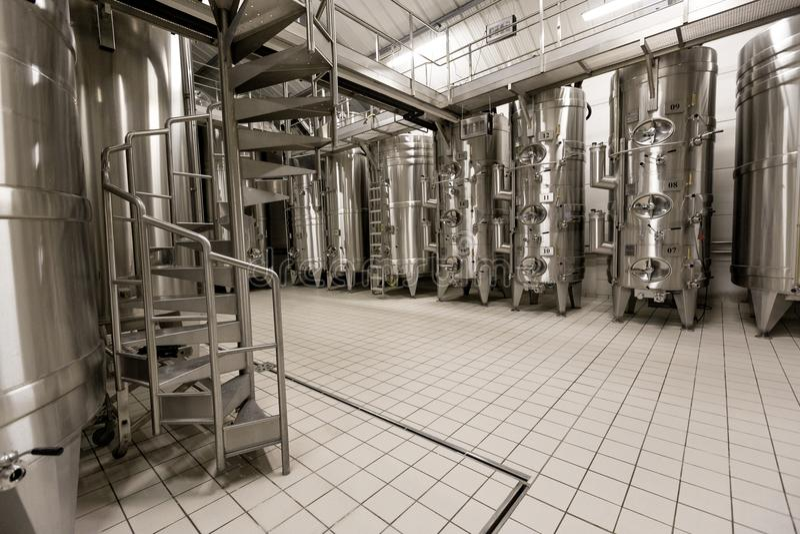 Usine moderne de vin photo stock