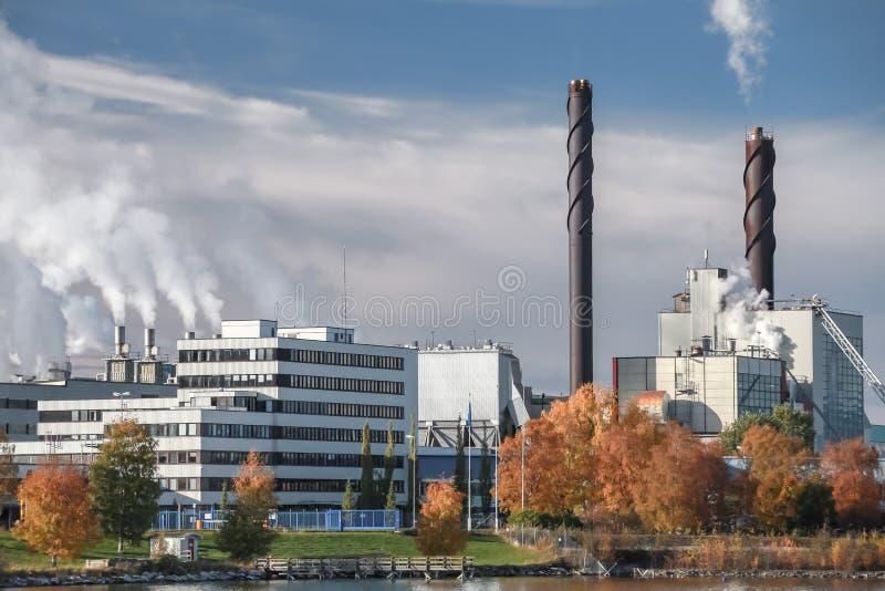 Usine thermomécanique de fabrique de pâte à papier dans Skogn image libre de droits