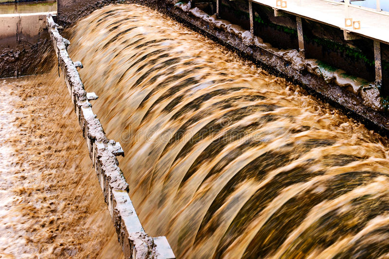Usine urbaine moderne d'eaux usées photo libre de droits