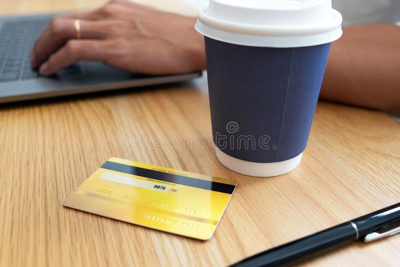 Using a credit card to pay online, use a smartphone for online shopping, a male hand holds a credit card stock photos
