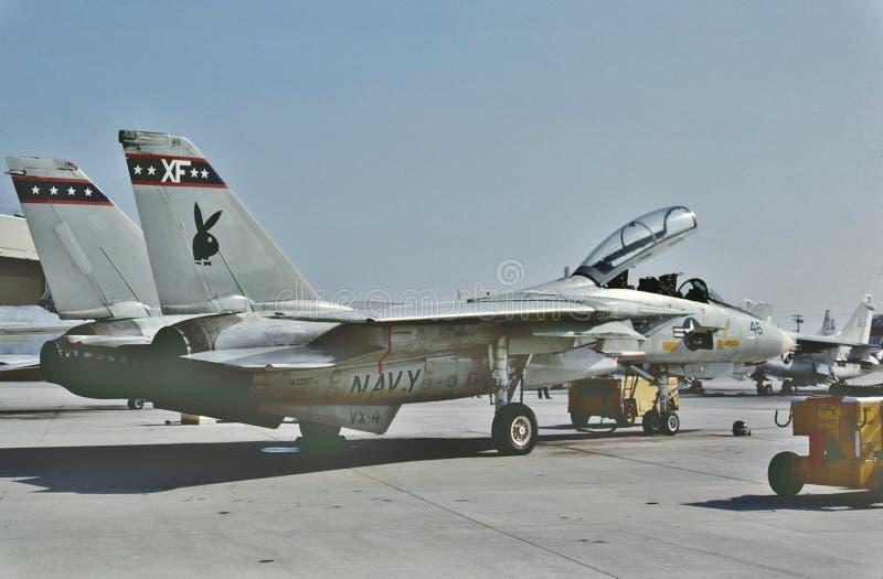 USN格鲁门F-14B雄猫准备好另一个使命在NAS点Mugu 1987年6月6日 免版税图库摄影
