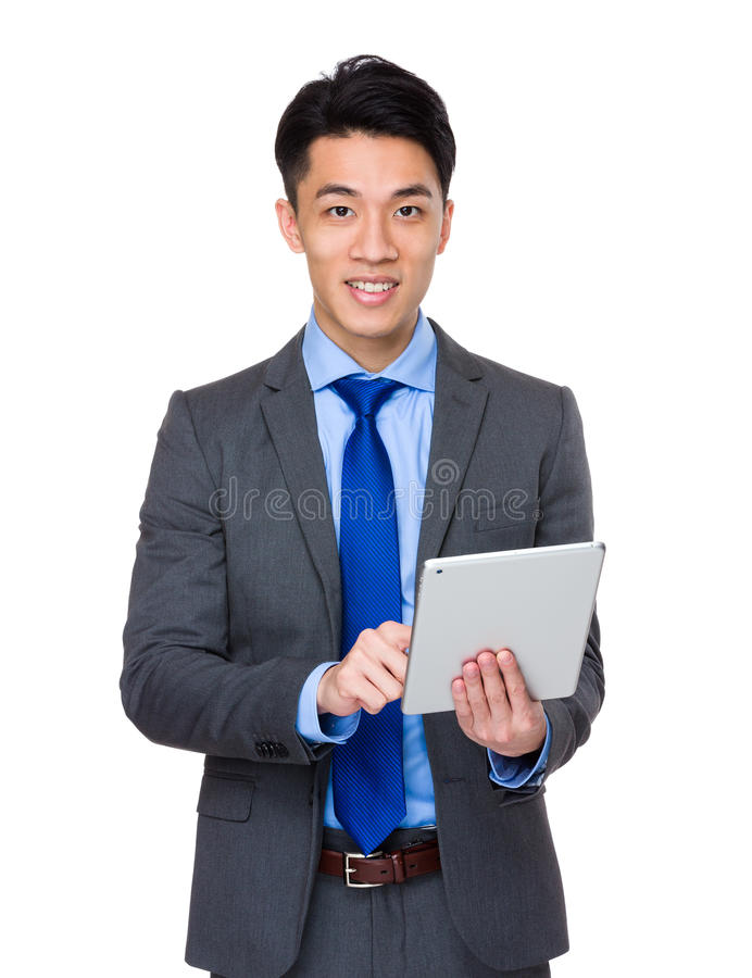 Uso asiático do homem de negócios da tabuleta digital imagens de stock