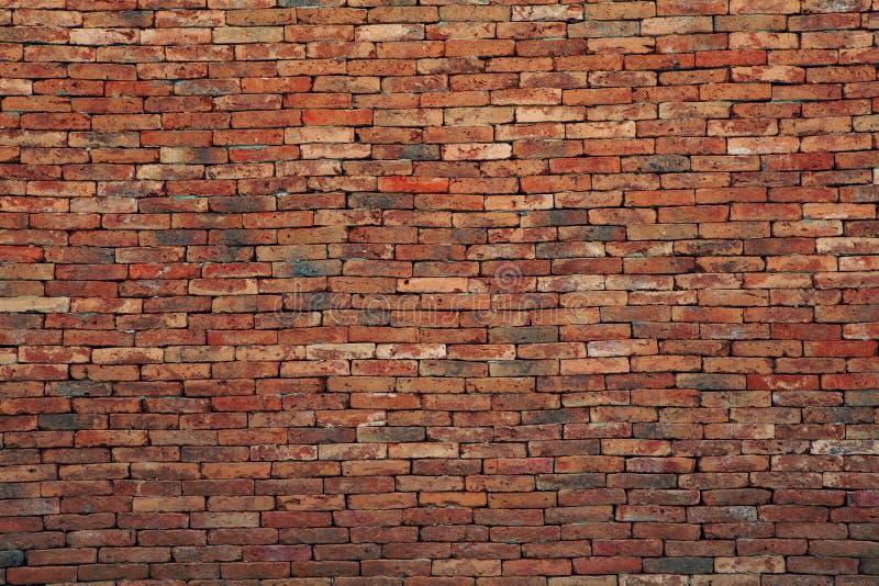 Uso de la pared de ladrillo de Brown como contexto multiusos del fondo foto de archivo