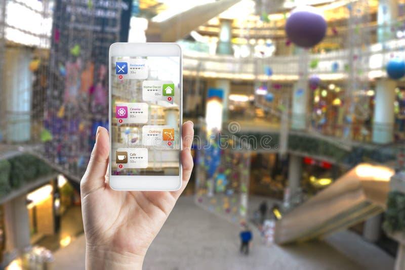 Uso de la realidad aumentada en centro comercial