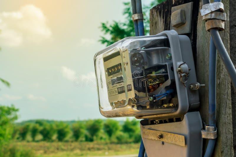 Uso de medição do medidor da energia elétrica Ferramenta elétrica da hora do watt imagem de stock royalty free