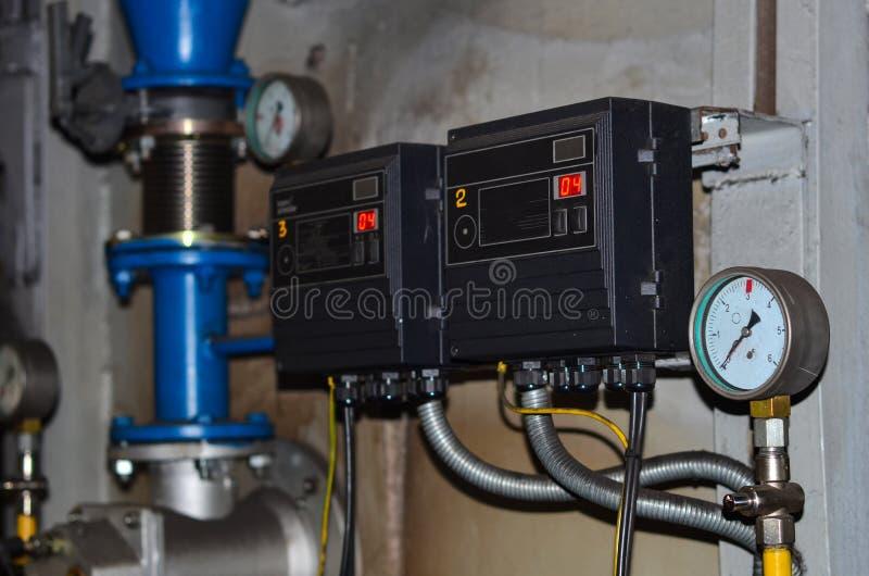 Uso de medição do poder do medidor da energia elétrica fotografia de stock
