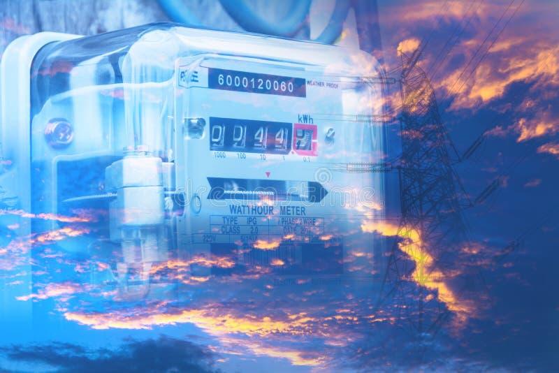 Uso de medição do poder do medidor da energia elétrica Hora m bonde do watt fotografia de stock royalty free