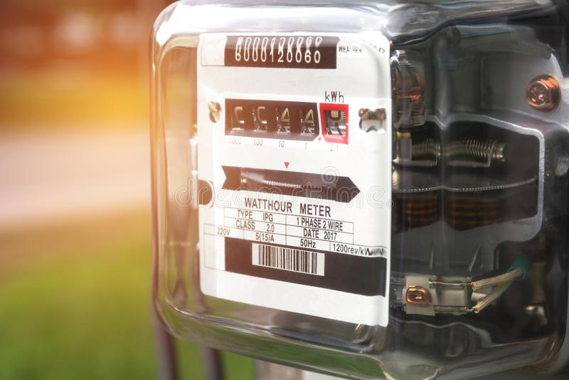 Uso de medición del poder del metro de la energía eléctrica Vatio-hora m eléctrico fotos de archivo