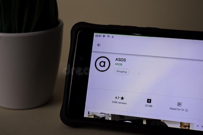 Uso del revelador de ASOS en la pantalla de Smartphone ASOS es explorador Web del freeware desarrollado imagenes de archivo