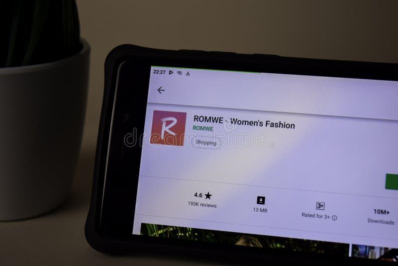 Uso del revelador de ROMWE en la pantalla de Smartphone La moda de las mujeres es una web del freeware imagen de archivo
