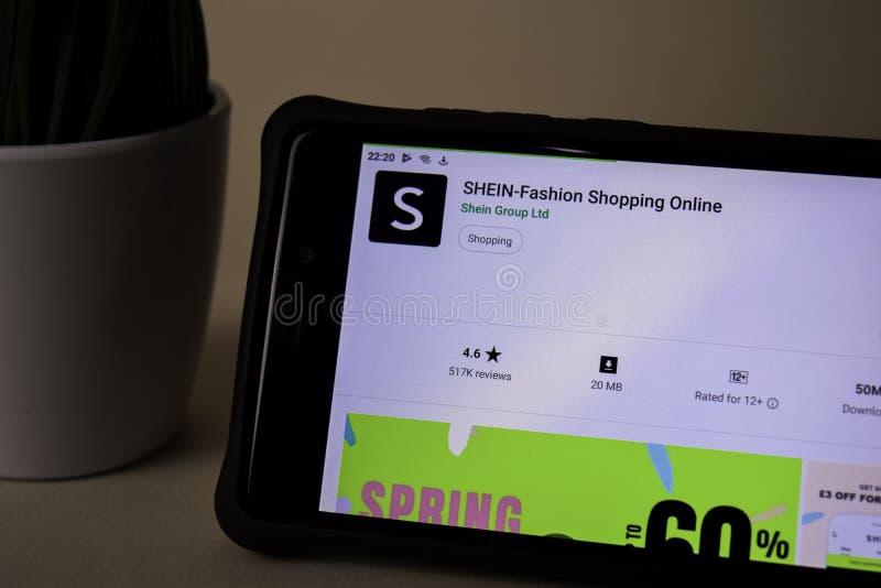 Uso del revelador de SHEIN en la pantalla de Smartphone Las compras de la moda en línea son un freeware imagen de archivo