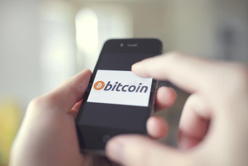Uso di vendita al dettaglio di Bitcoin fotografia stock libera da diritti