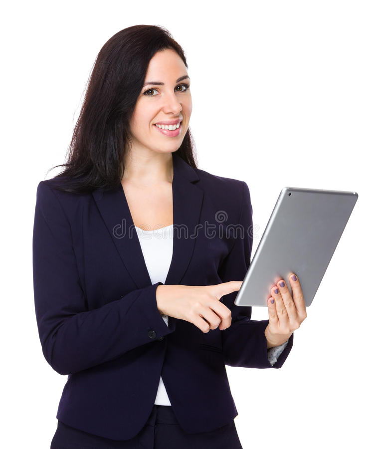 Uso moreno da mulher de negócios da tabuleta digital foto de stock royalty free