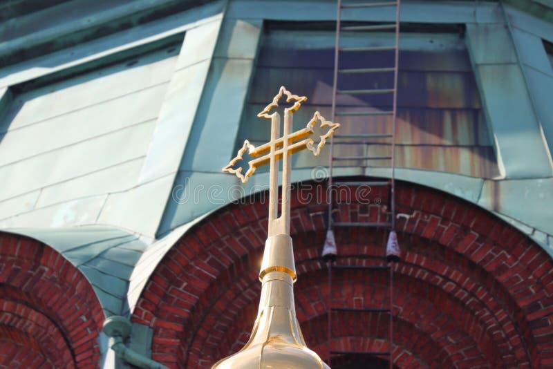 Uspenski domkyrka med korset i Helsingfors i Finland på ferie arkivbild