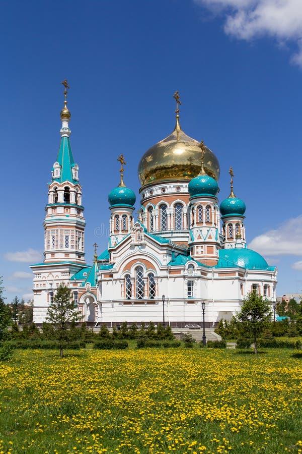 Uspensky-Kathedrale in Omsk, Russland stockfotos