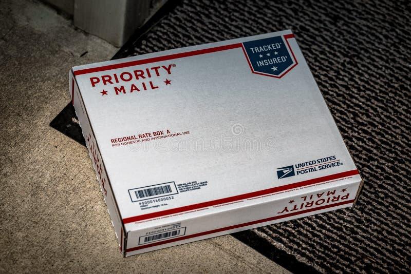 USPS priorytetu poczta tempa Dzielnicowy pudełko fotografia royalty free