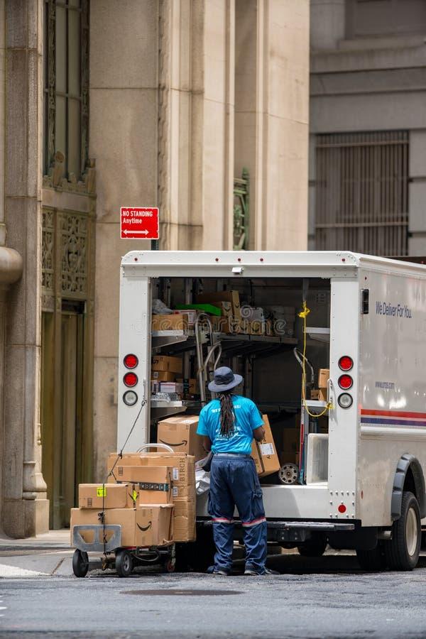 USPS samochód dostawczy w Manhattan NYC i fotografia royalty free