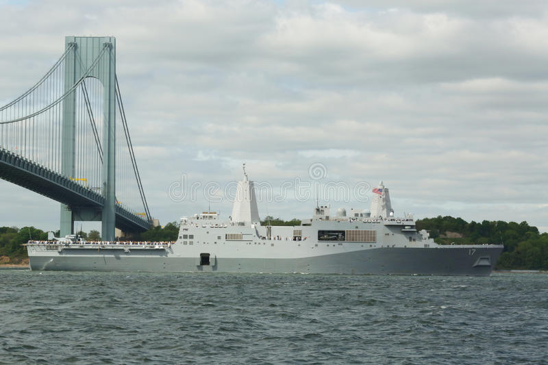 USS圣安东尼奥着陆美国海军的平台船坞在船期间游行的舰队星期2015年 免版税库存照片