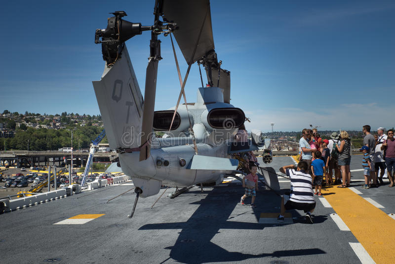 USS拳击手的西雅图Seafair游人 库存照片