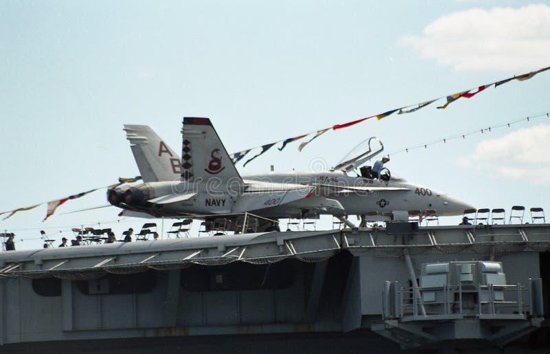 USS约翰F的驾驶舱的2000个看法 肯尼迪 免版税库存照片