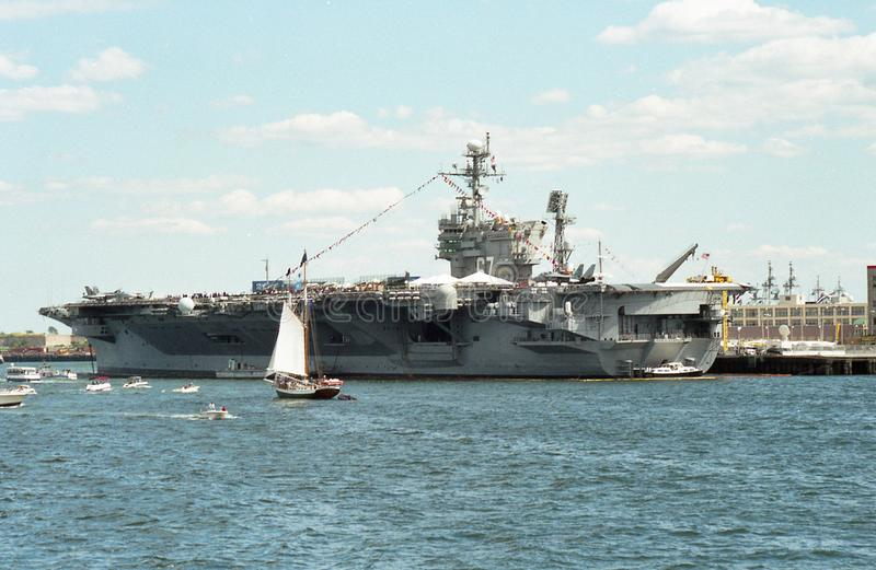 USS约翰F 肯尼迪CV-67航空母舰 库存图片