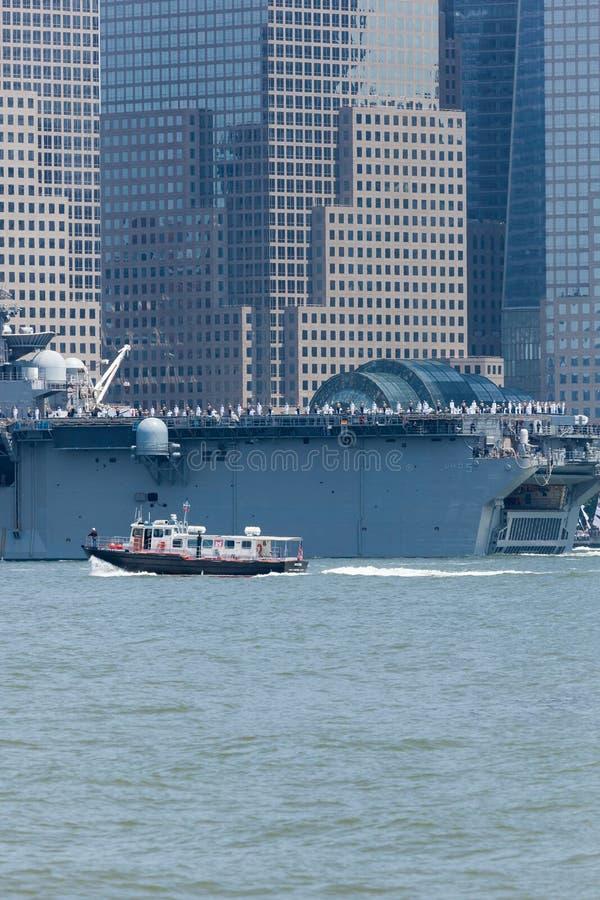 USS Bataan auf Hudson River lizenzfreie stockfotografie