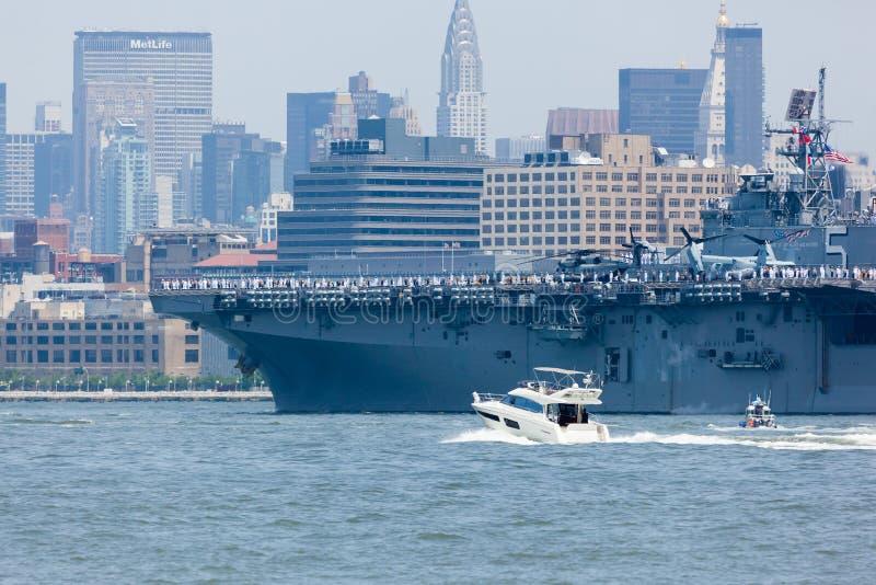 USS Bataan auf Hudson River stockfotografie