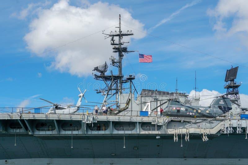 USS halvvägs museum, historiskt sjö- hangarfartygmuseum i i stadens centrum San Diego royaltyfria foton