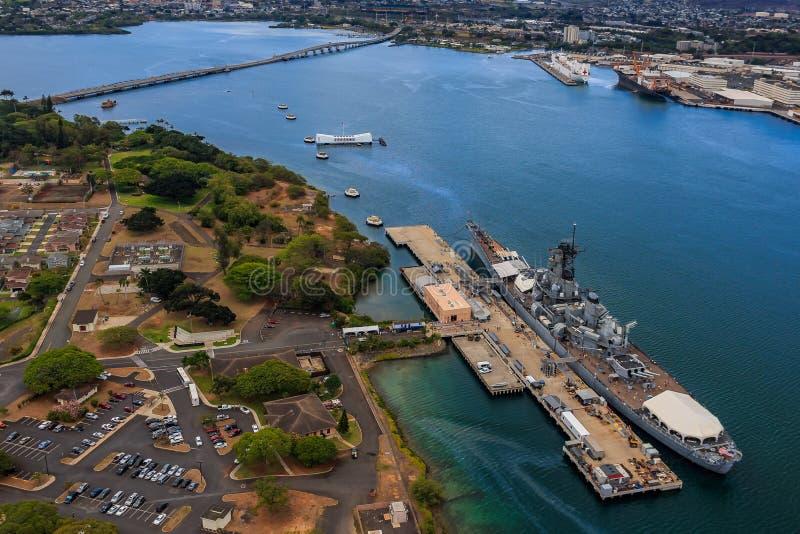 USS Missouri BB-63 och USS Arizona minnesmärke i pärlemorfärg hamn Ho royaltyfri foto