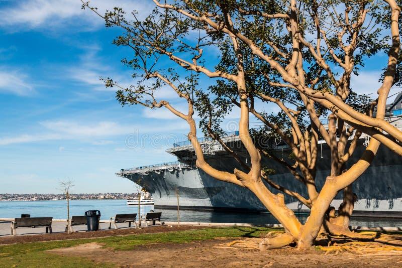 USS nöjesgata på Tuna Harbor Park i San Diego royaltyfri bild