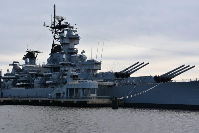 USS New Jersey BB-62 en Camden, New Jersey imagenes de archivo