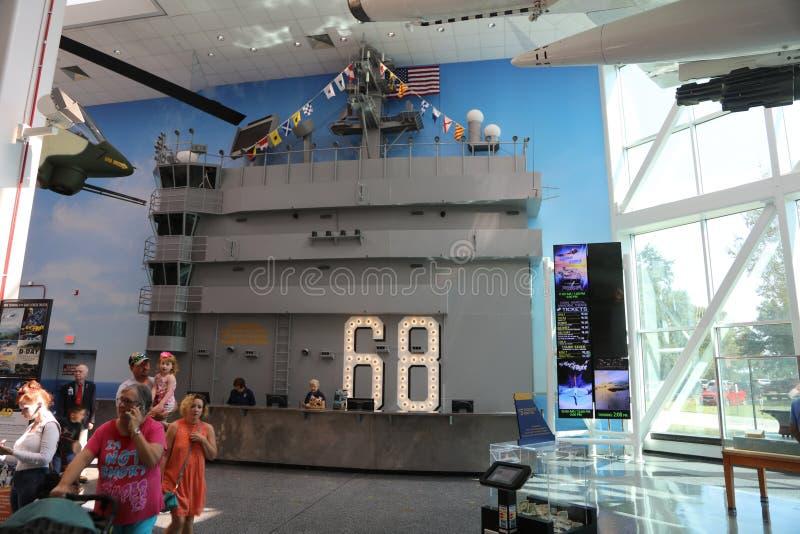 USS Nimitz cvn-68 Tentoongesteld voorwerp in een Vliegtuigenmuseum stock foto's