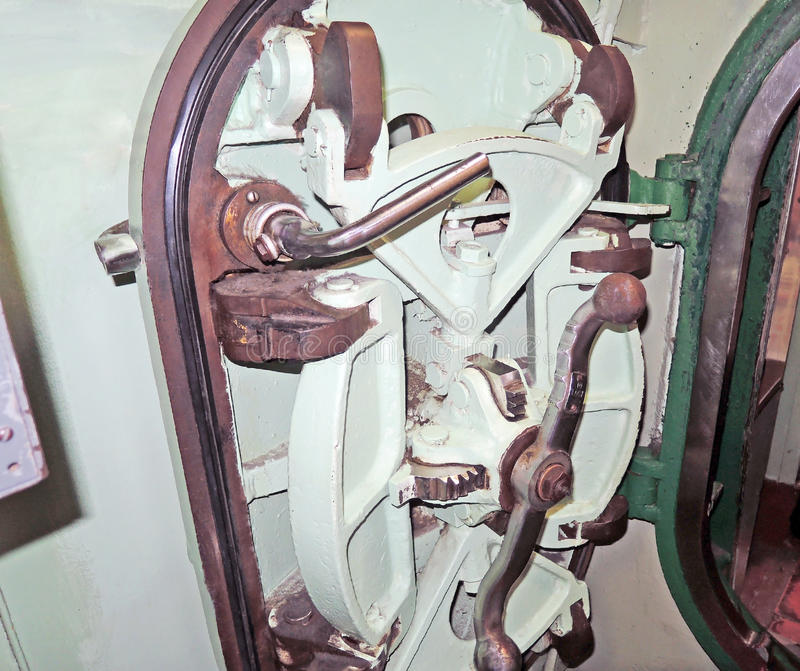 USS-Prüfspule: Siegelluken-Tür lizenzfreies stockbild