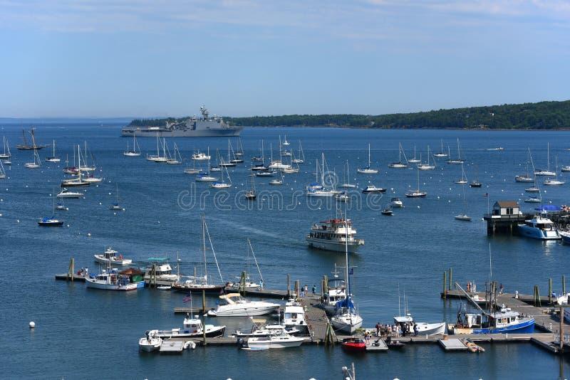 USS Tortuga LSD-46 no porto de Rockland, Maine fotos de stock