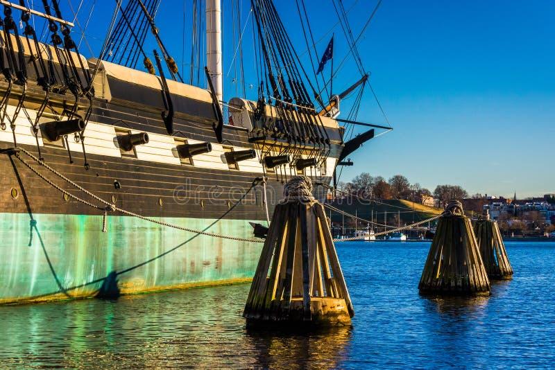 USSet Constellation i den inre hamnen av Baltimore, Maryland arkivbild