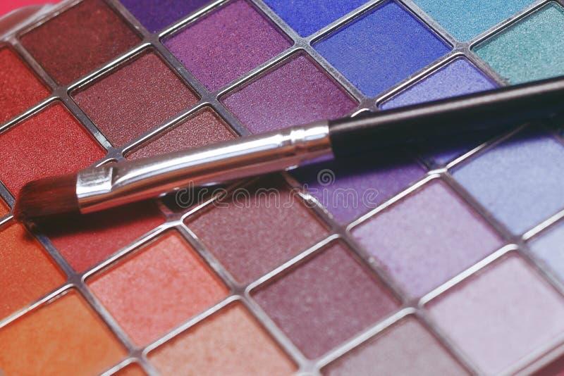 ustaleni oko cienie robi produktom produkt Makeup muśnięcia i paleta cienie kolorowa, jaskrawa, Sprzedaż, rabaty na kosmetykach obraz royalty free