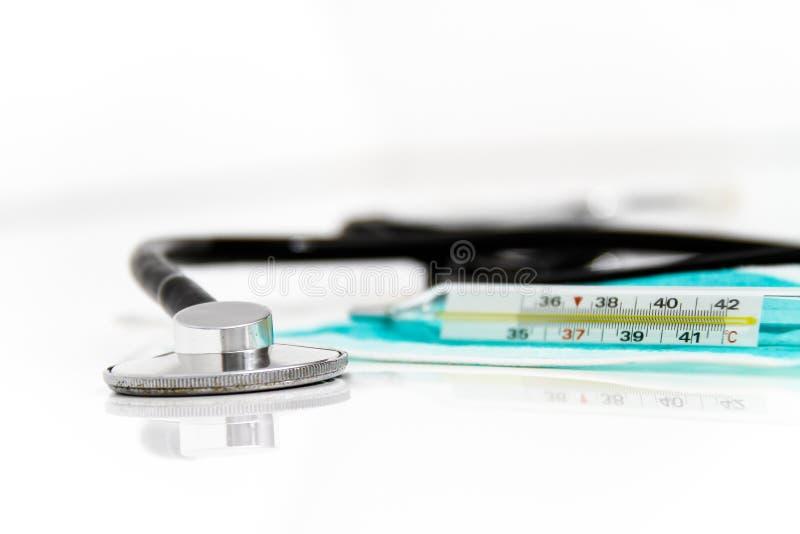 Download Ustawia Dla Grypowego Traktowania - Zdrowie I Medycyny Pojęcie Obraz Stock - Obraz złożonej z lunge, słucha: 53789525