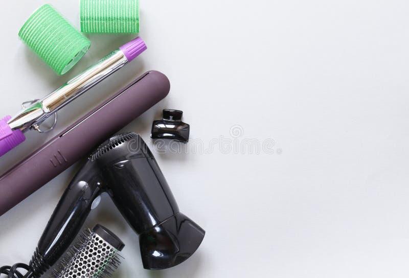 Ustawia narzędzie fryzjerów - włosiana suszarka, fryzowania żelazo zdjęcie stock
