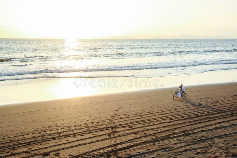 ustawia słońce rower, ty i ja, jaki innego potrzebujesz ty? obrazy stock