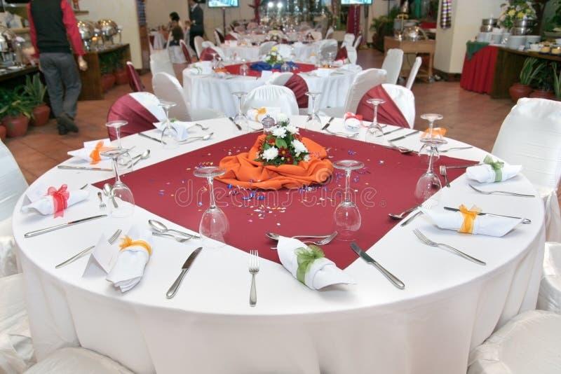 ustawianie restauracyjny stół obrazy royalty free