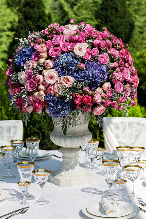 ustawienie tabeli luksusowy przyjęcie ślub obraz stock