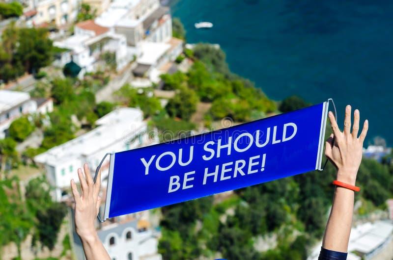 Usted debe estar aquí, en la costa de Positano Amalfi foto de archivo