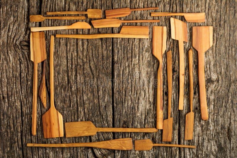 ustensiles de cuisine ruraux sur table en bois planté vintage d'en haut - arrière-plan rustique avec espace texte libre. Pièce  images stock