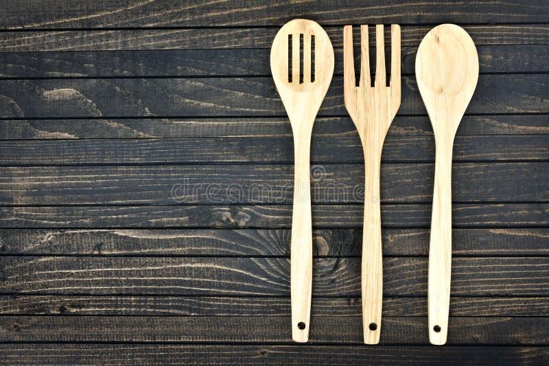 Download Ustensiles De Cuisine Sur Le Tableau Photo stock - Image du propre, moyen: 76079992