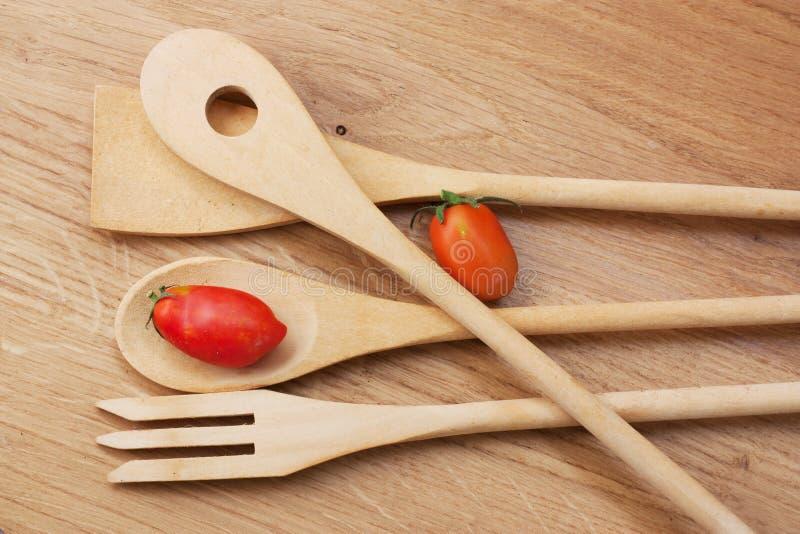 Ustensiles en bois de cuisine photo libre de droits image 16723375 - Ustensiles de cuisine en bois ...