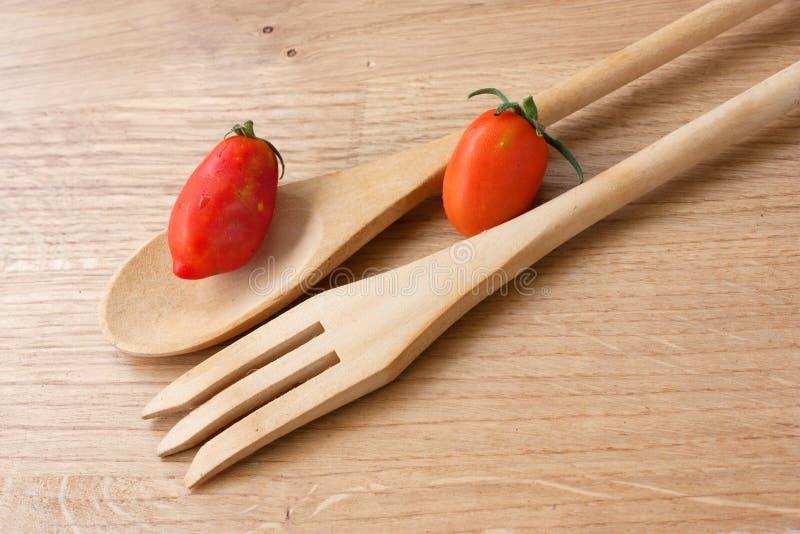 Ustensiles en bois de cuisine image stock image du portion mat riel 16723431 - Ustensiles de cuisine en bois ...